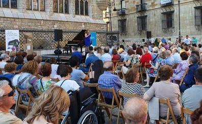'Las Piedras Cantan' reúne ante Botines a un público entregado a la buena música