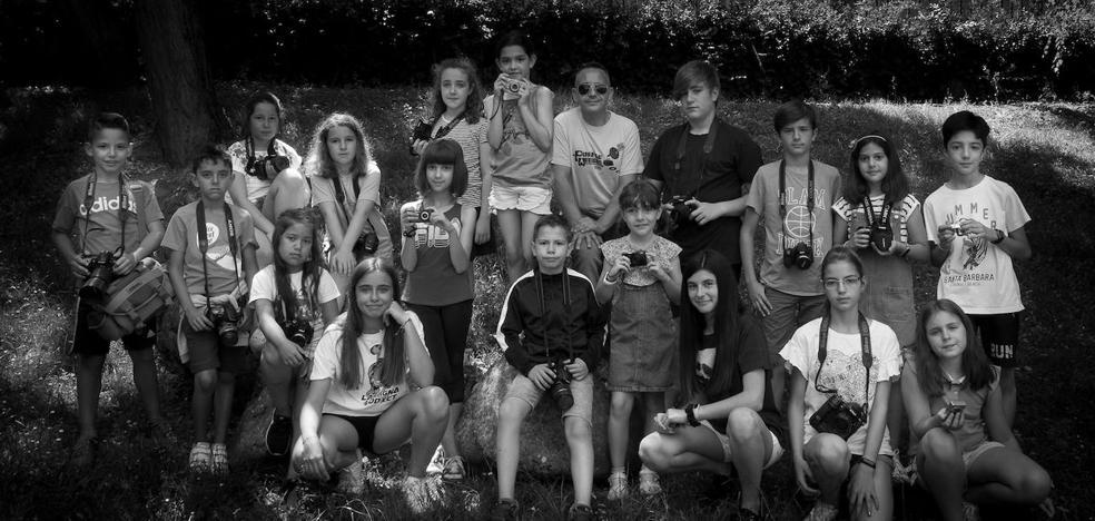 Una foto en blanco y negro para retratar a los niños leoneses