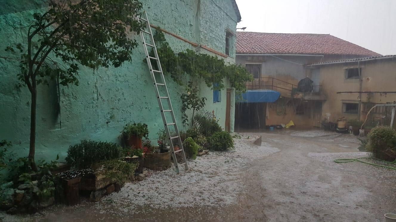 Intensa granizada en el Sur de León