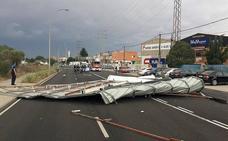 El 112 registra once incidencias en tres horas en la provincia de León provocadas por el viento en el Sur