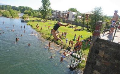 Todas las playas naturales de León están aptas para el baño, salvo la del río Cúa en Cacabelos