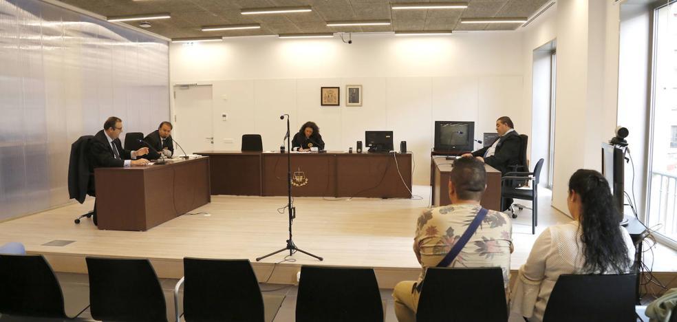 La jueza decreta una orden de alejamiento a los acusados de agredir a una socorrista en Villamuriel