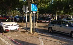 Nuevos aparcamientos para minusválidos y calles para nadar en la piscina olímpica de Valencia de Don Juan