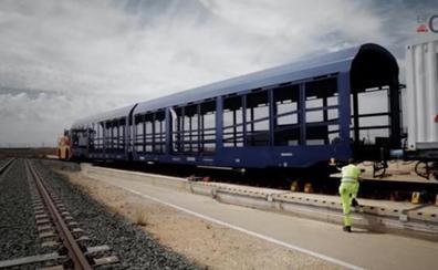 Ve la luz el primer tren de mercancías capaz de circular por distintos tipos de vía y superar la barrera de la Variante de Pajares