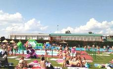 Un chapuzón en la piscina de Villaquilambre