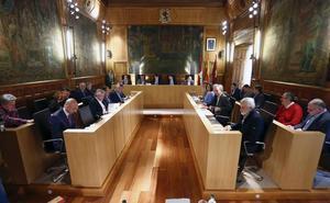 Ábalos y Mañueco ultiman su visita para firmar 'in situ' el pacto con la UPL para gobernar la Diputación de León
