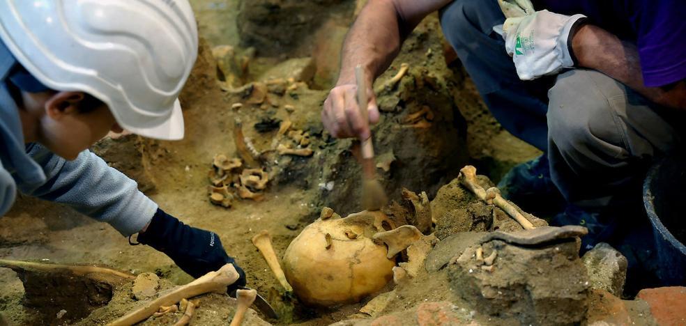 La Memoria Histórica busca en Medina otra fosa con más cuerpos en un pozo