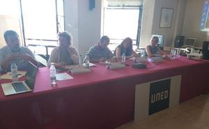 La ponencia 'Hacer visible lo invisible' cierra el curso 'Mujer: la clave del Desarrollo Rural' en La Bañeza
