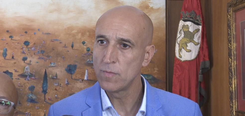 El alcalde mantiene silencio sobre su equipo de gobierno a pesar de las filtraciones internas