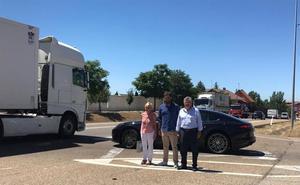 El alcalde de Valverde de la Virgen urge la necesidad de construir una rotonda que una la localidad con Montejos del Camino