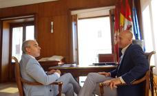 El alcalde felicita a Renfe por elegir León para la gerencia de ancho métrico y la representación institucional