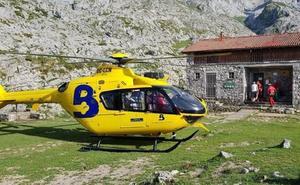 Evacuado en helicóptero un montañero desorientado y deshidratado en Picos de Europa