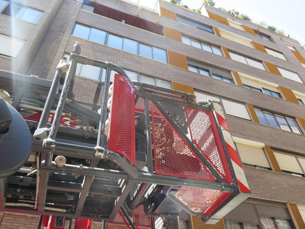 Los Bomberos de León intervienen en la calle Monasterio