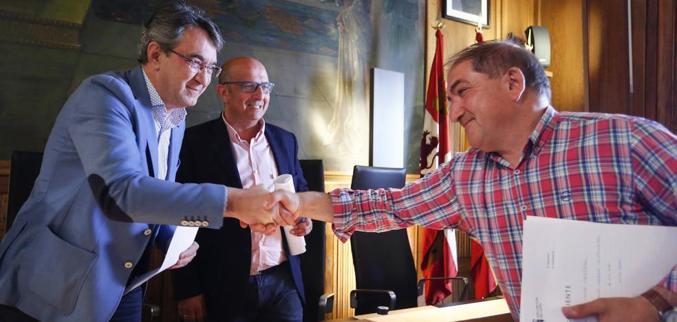 Fin de ciclo en la Diputación de León: «Me despido de esta silla pero no de este salón. Muchas gracias»