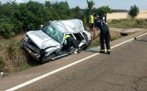 Tres personas resultan heridas tras volcar el vehículo en el que viajaba a su paso por Lorenzana