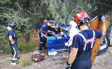 Evacúan al Hospital de León a un matrimonio que salvó la vida de una aparatosa salida de vía en la autopista del Huerna