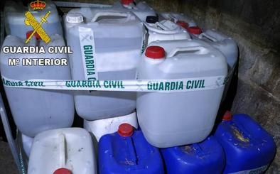 La Guardia Civil se incauta de 5.000 litros de aguardiente destilado de manera ilegal en Cacabelos