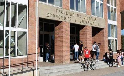 Castilla y León es la comunidad más afectada por la 'fuga de cerebros' y un 54% de los jóvenes que se marchan tienen titulación superior