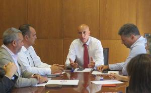 El alcalde de León cede protagonismo a los empresarios en las decisiones económicas de la ciudad