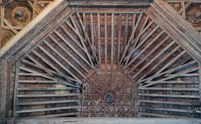 Valcabado del Páramo hace un llamamiento para la restauración del artesanado mudéjar de su iglesia, típico de la Ruta de la Plata