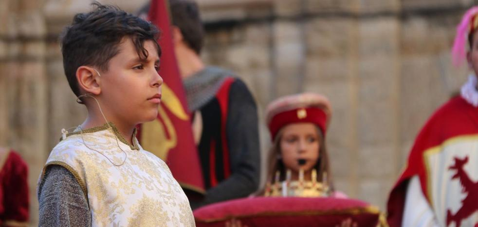 Alfonso V recupera su corona