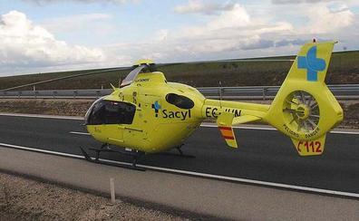 Trasladan en helicóptero al Hospital de León a un motorista tras sufrir un accidente en Palencia