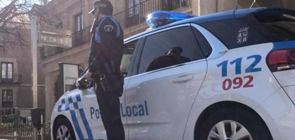 La Policía Local localiza al leonés cuyo coche guardaba 1.600 euros y le habían roto la ventanilla