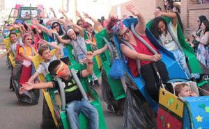 Originalidad y mucha diversión en el desfile de carrozas de Santa Marina del Rey 2019