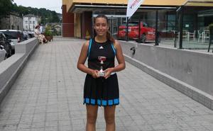 La leonesa Cloe Casado revalida su triunfo en el Torneo Starvie CCD Sanxenxo