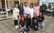 Alumnas del colegio Divina Pastora de León participan en un voluntariado en Cangas de Onís