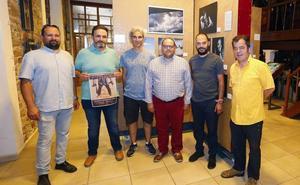 'Por un puñado de placas', el paseo fotoperiodístico por León, llega a La Bañeza