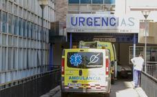 Herido un taxista tras chocar con varios coches aparcados en la bajada de los hospitales