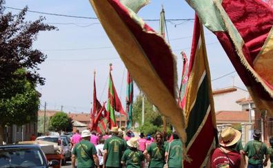 Una treintena de pendones desfilarán este domingo en la Fiesta de las Comarcas Bañezanas
