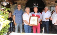 El Centro Galicia nombra mantenedor de la romería de la Cruz de Ferro al intendente de la Policía Municipal de Ponferrada