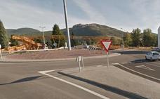 Herida una mujer de 34 años tras un aparatoso accidente en la rotonda de acceso a La Robla
