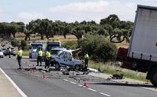 Un muerto en una brutal colisión entre un camión y una furgoneta en las proximidades de Vecinos