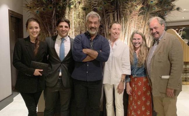 Mel Gibson disfruta en familia del norte de España