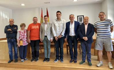 El alcalde socialista de Maraña, el marino Omar Rodríguez, toma posesión de su cargo