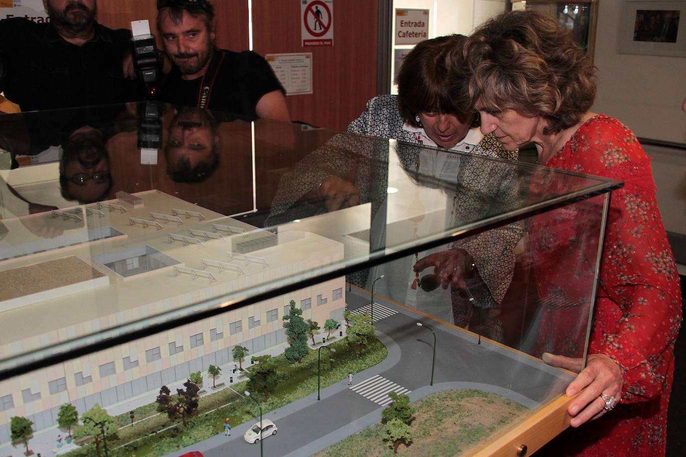 La ministra de Sanidad, María Luisa Carcedo, visita el CRE de San Andrés del Rabanedo