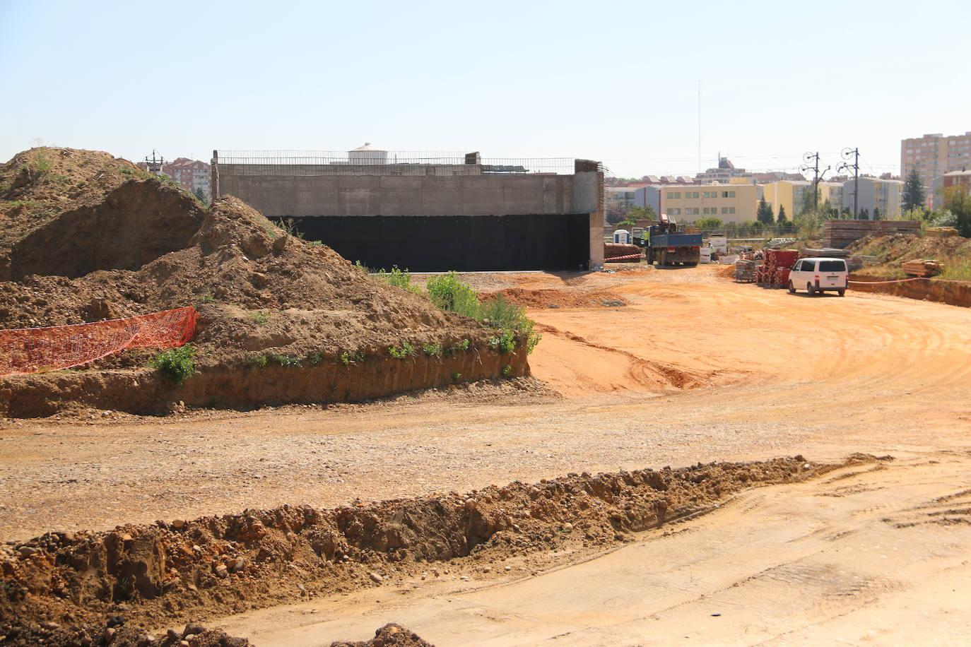 Obras de construcción del paso elevando entre San Andrés y la rotonda del Hospital San Juan de Dios