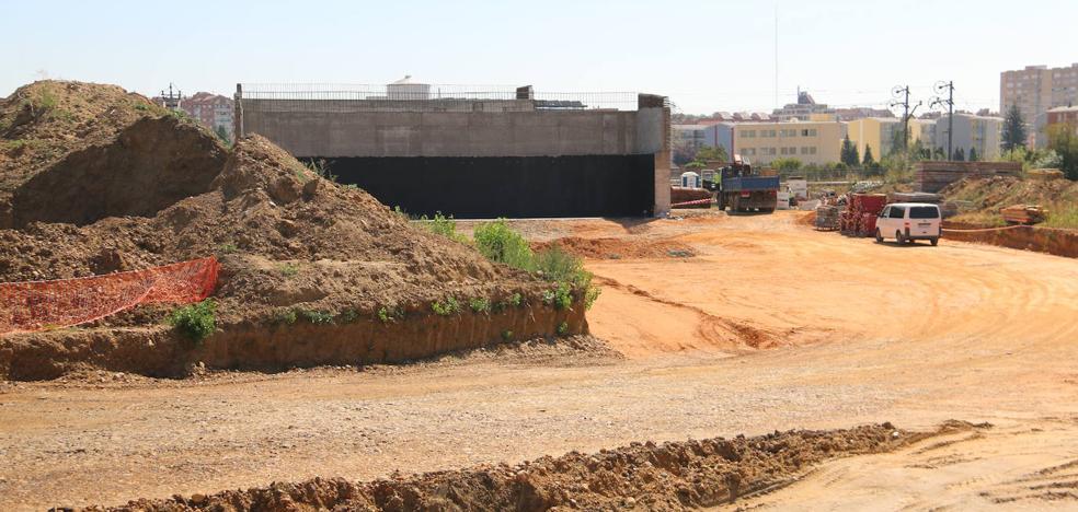 Adif culmina los dos pilares del nuevo puente que unirá San Andrés con San Juan de Dios