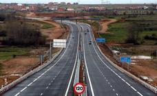 Una sentencia del Supremo deja en el aire el desvío de camiones a la autopista de Astorga