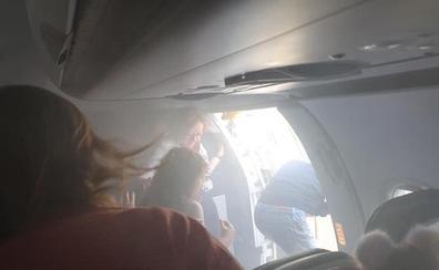«Acabamos de saltar, se ha incendiado el avión»