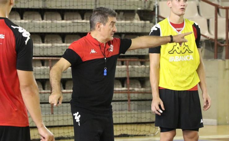Manolo Cadenas ya entrena al Abanca Ademar