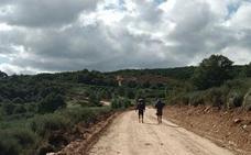 Denuncian la destrucción de un tramo del Camino de Santiago en Foncebadón por unas «obras clandestinas»