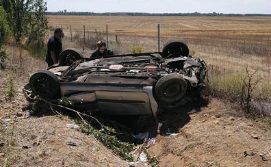Cinco heridos, entre ellos tres niños, en la salida de vía de un turismo en la A-67 en Osorno (Palencia)