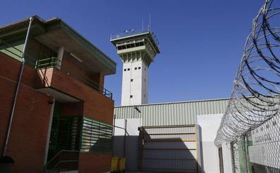 Un recluso provoca heridas y amenaza de muerte a varios funcionarios de la prisión de Dueñas
