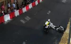 Un piloto arrolla a otro en el GP de La Bañeza