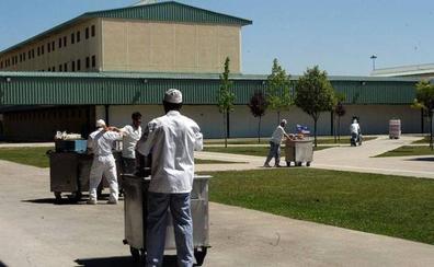 'La Caixa' facilita la inserción sociolaboral de 11 presos en León durante el pasado año