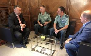 El presidente de la Diputación recibe a los máximos responsables de la Guardia Civil